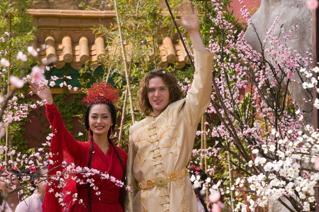 Brauchen einen magischen fliegenden Teppich und die mystische Frucht des Lebens, um ihren Traum leben zu können: Prinzessin Li Wei (Desiree Ann Sia... - Bildquelle: RHI Entertainment