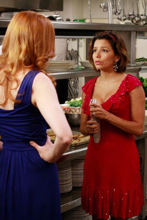 Gabrielle (Eva Longoria, r.) ist am Boden zerstört, als sie von einer Party im Club wieder ausgeladen wird, da Carlos zu den Angestellten gehört. Do... - Bildquelle: ABC Studios