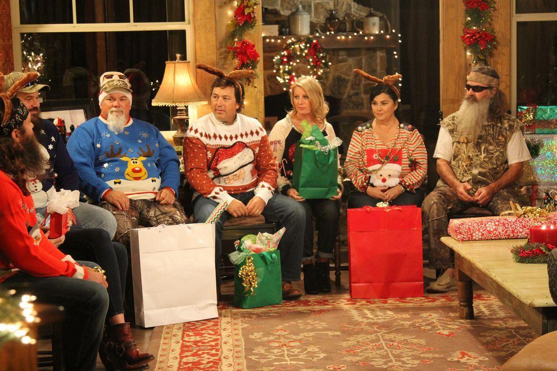 Es ist eine Familie Robertson-Tradition, jedes Jahr an Weihnachten zu wichteln. Dabei verschenkt Kay (2.v.r.) am liebsten was Witziges, was nicht un... - Bildquelle: 2013 A+E Networks