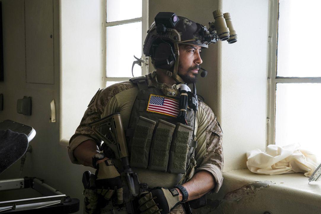 Während Ray (Neil Brown Jr.) in Syrien eine Produktionsstätte für Chemiewaffen infiltriert, weiß er noch nicht, dass seine Frau Zuhause bereits in d... - Bildquelle: Erik Voake Erik Voake/CBS   2017 CBS Broadcasting, Inc. All Rights Reserved.