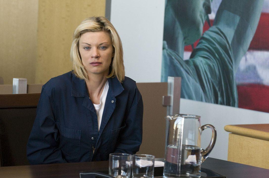 Bricht Brandi (Nichole Hiltz) im Gerichtsprozess zusammen, als sie erfährt, dass ihre Mutter Peter davon erzählt hat? - Bildquelle: USA Network