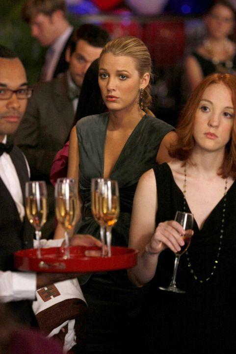 Serena (Blake Lively, M.) hasst es, mit Blair zu streiten. - Bildquelle: Warner Bros. Television