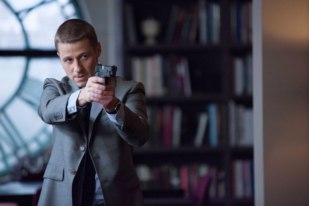 "Oswald ""Penguin"" Cobblepot arbeitet weiter an seinen eigenen Plänen und zieht damit James Gordon (Ben McKenzie) ins Netz seiner Intrigen ... - Bildquelle: Warner Bros. Entertainment, Inc."