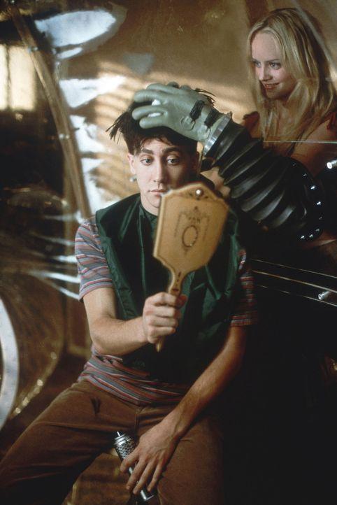 Seit seiner Geburt muss Jimmy (Jake Gyllenhaal, l.) in einer Plastikblase leben, denn ihm fehlt ein intaktes Immunsystem. Kontakt zu seiner Umwelt i... - Bildquelle: Touchstone Pictuures