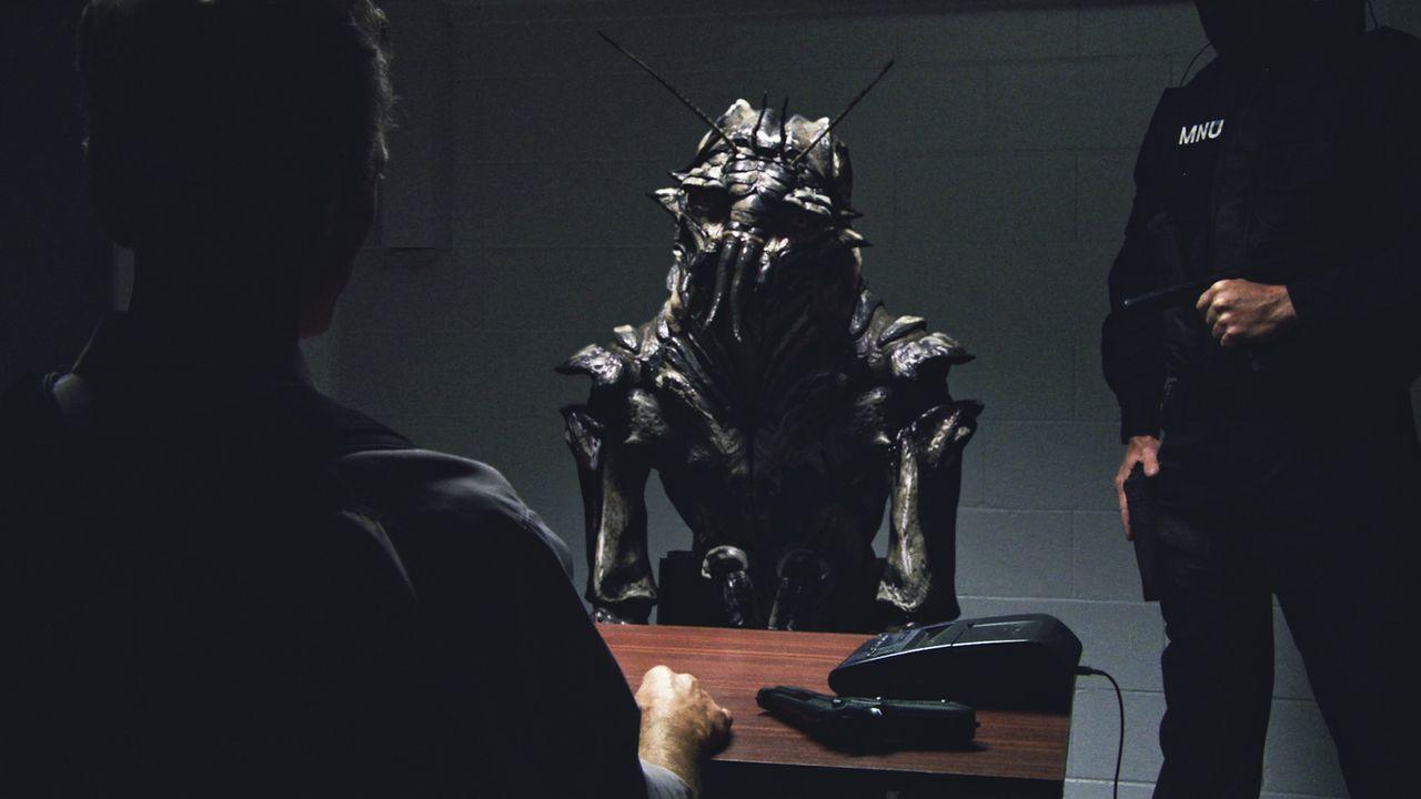 Der Großteil der gestrandeten Außerirdischen will einfach nur in Ruhe gelassen werden oder zum Heimatplaneten zurückkehren. Umziehen will keiner. Nu... - Bildquelle: 2009 District 9 Ltd. All Rights Reserved.