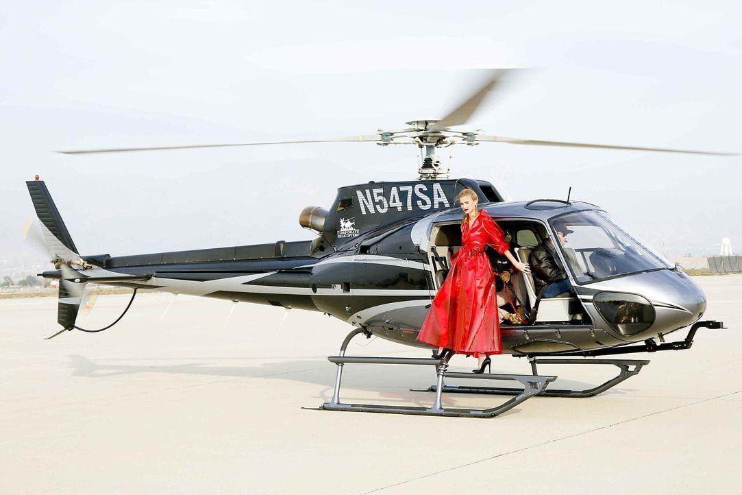 GNTM-Stf10-Epi06-Helikopter-Shooting-57-Jovana-ProSieben-Richard-Huebner - Bildquelle: ProSieben/Richard Huebner