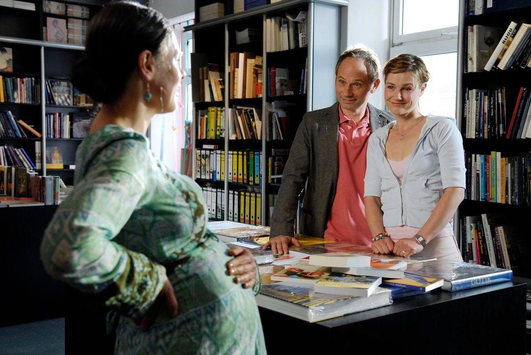 Valerie (Rhea Harder, r.) und Frieder (Michael Lott, l.) arbeiten seit geraumer Zeit auf ein Baby hin. Aber will Valerie wirklich ein Kind? - Bildquelle: Marco Nagel ProSieben
