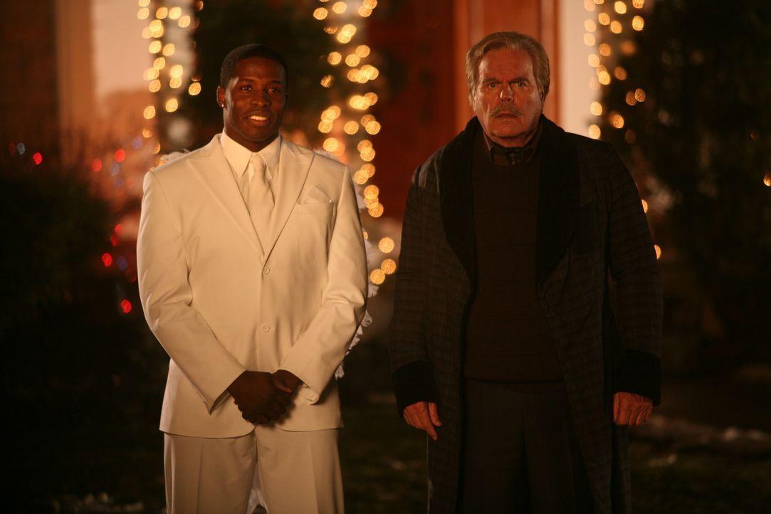 Da Geben jedoch fast so schön ist wie Nehmen, überlegt sich Dennis, wie er zu Weihnachten seinem Lieblingsnachbarschaftsopfer Mr. Wilson (Robert W...