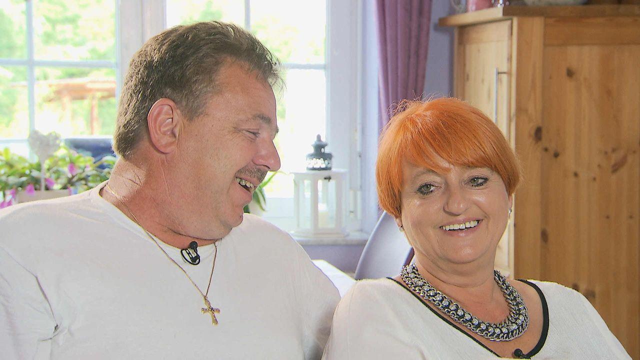 Auch die Eltern der gelernten Krankenschwester Cathy Schmitz sind überglücklich, dass ihre Tochter mit Richard Lugner die große Liebe gefunden hat.... - Bildquelle: SAT.1