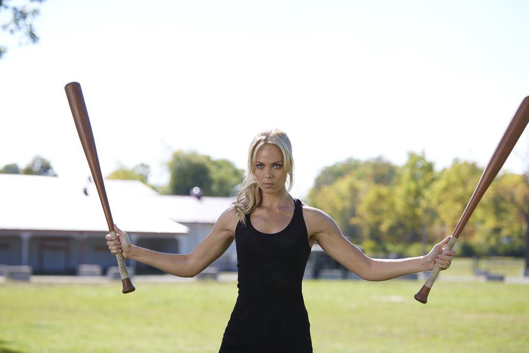 Nachdem Aleister Elena (Laura Vandervoort) verhext hat, spielt ihr Verstand ihr immer wieder Streiche ... - Bildquelle: 2015 She-Wolf Season 2 Productions Inc.