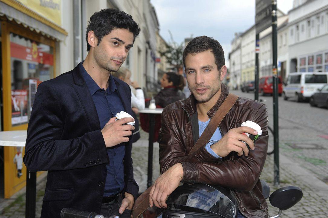 Während Michael (Andreas Jancke, r.), sich dazu entscheidet, Bens Ausraster nicht zu melden, nimmt Miriam die Einladung von Sebastian (Matthias Kof... - Bildquelle: SAT.1