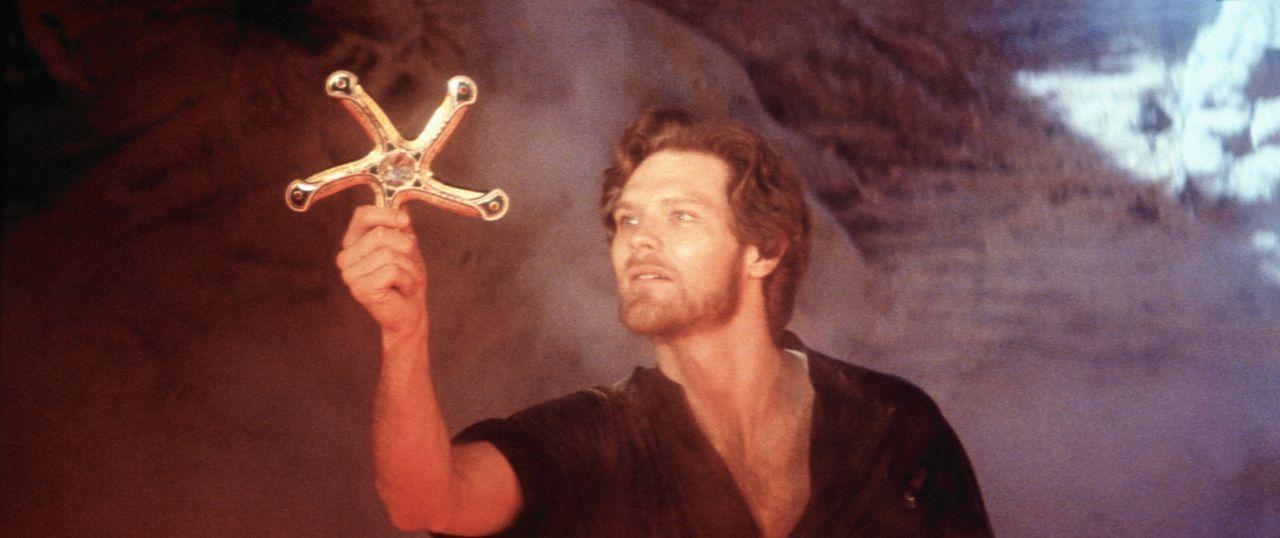 Mit Hilfe des Weisen Ynyr gelangt Colwyn (Ken Marshall) an eine Zauberwaffe - das 'Fünfklingenschwert'. Nur mit dieser Waffe kann er das Ungeheuer b... - Bildquelle: Columbia Pictures
