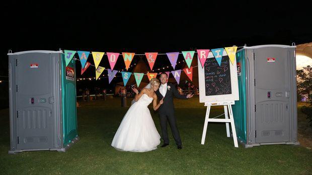 Sie wünscht sich eine kleine intime Feier, während er von einer Hochzeitssaus...