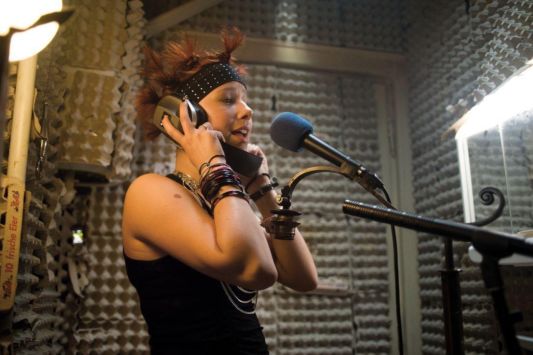 Natürlich möchte auch Hanna (Selina Shirin Müller, M.) ihre Musik-Karriere vorantreiben, aber  für sie gibt es auch noch anderes im Leben ... - Bildquelle: Constantin Film Verleih GmbH