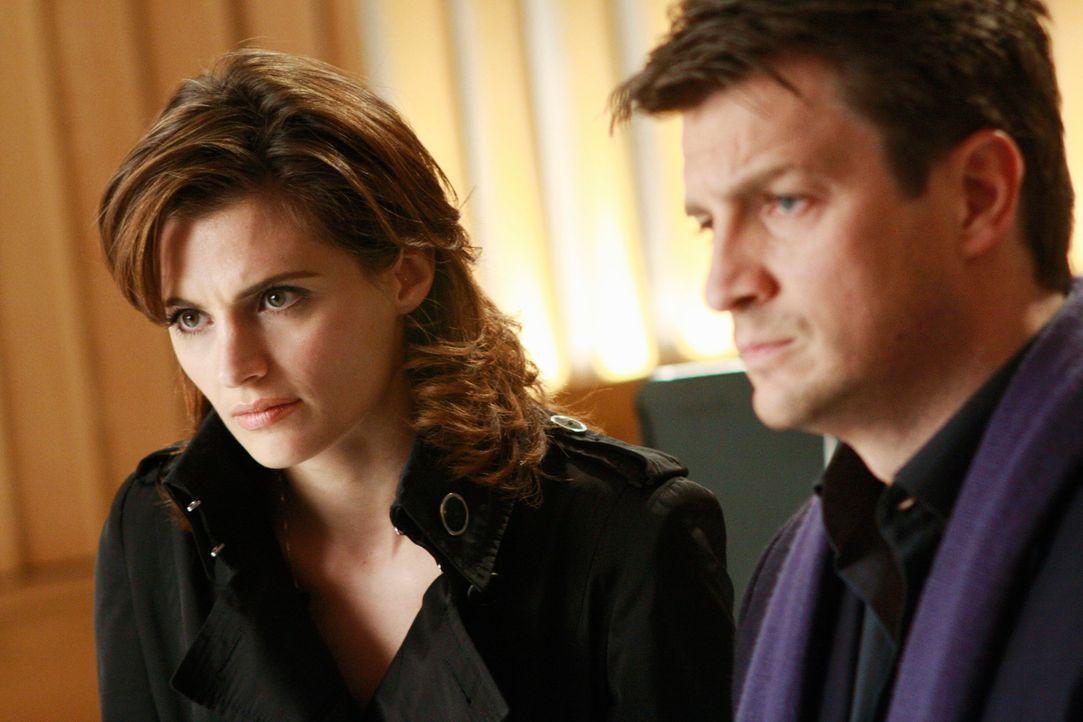 Gibt ein Musikvideo Aufschluss über den Mord an der Sängerin Hayley Blue? Richard Castle (Nathan Fillion, r.) und Kate Beckett (Stana Katic, l.) gla... - Bildquelle: ABC Studios