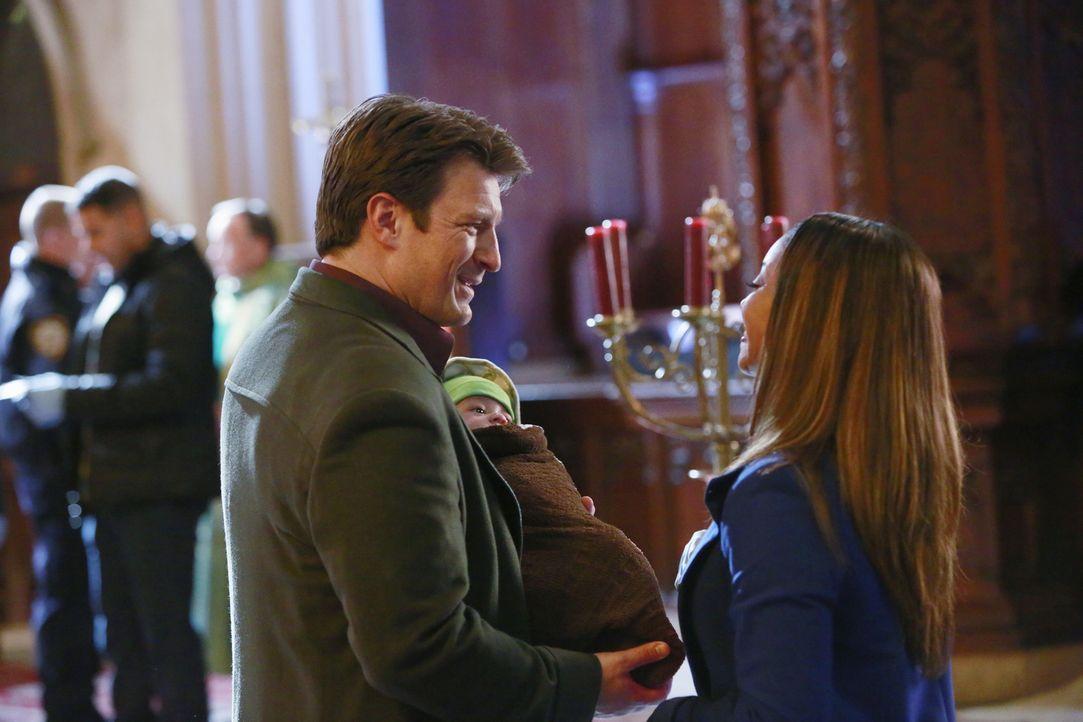 Ein sterbender Mann lässt ein Baby bei einem Priester zurück. Wem gehört das Kind? Und was war die Todesursache des Mannes? Lanie (Tamala Jones, r.)... - Bildquelle: 2013 American Broadcasting Companies, Inc. All rights reserved.