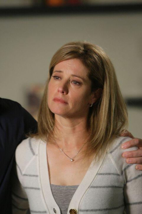 Völlig verzweifelt bittet Laura Swenson (Nancy Travis) Cynthia Keener um Hilfe ... - Bildquelle: Paramount Network Television