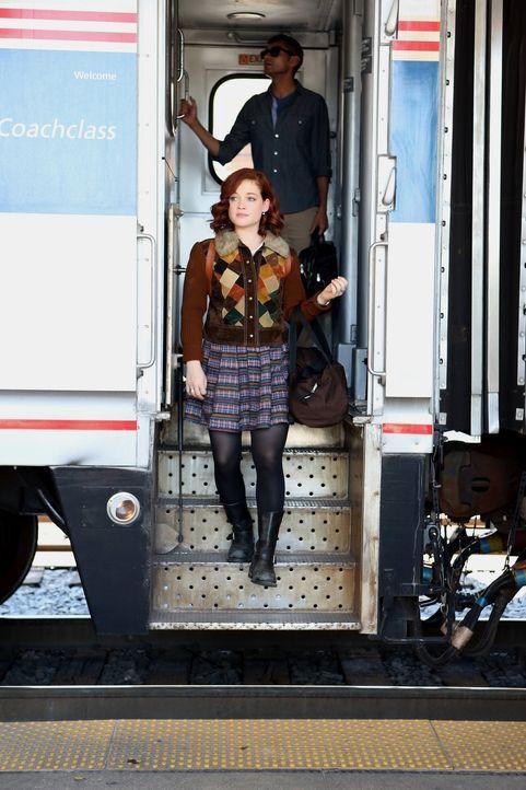 Tessa (Jane Levy) verbrachte den Sommer bei ihrer Großmutter in New York zurück. Nach ihrer Rückkehr nach Chatswin fühlt sich George allerdings von... - Bildquelle: Warner Bros. Television