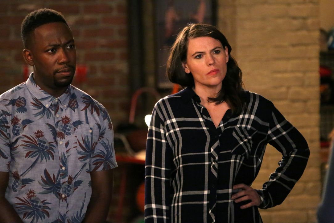 Nachdem es Reagan nicht schafft mit Camilla (Clea DuVall, r.) schlusszumachen, bittet sie Winston (Lamorne Morris, l.) dies für sie zu übernehmen. K... - Bildquelle: 2016 Fox and its related entities.  All rights reserved.