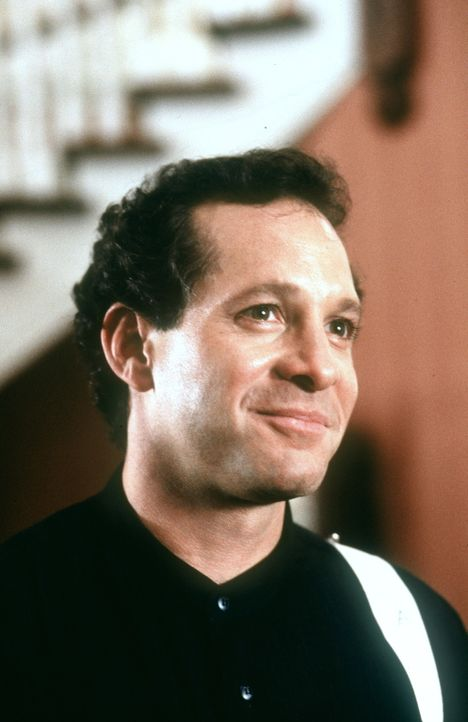 Roger (Steve Guttenberg) ist der Vater von Alyssa und hat als erfolgreicher Geschäftsmann wenig Zeit für seine Tochter. Das selbstbewusste Mädche... - Bildquelle: Warner Bros.
