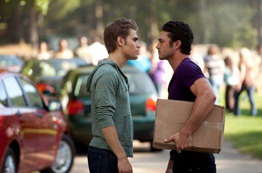 Vampire Diaries - Die Bewohner von Mystic Falls bauen in gemeinnütziger Arbei...