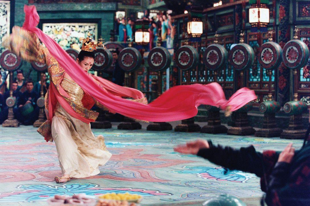 Die Polizei hegt den Verdacht, dass Mei (Zhang Ziyi), die bildschöne neue Tänzerin im Luxusbordell Peony Pavillon, die Tochter des ermordeten Anf - Bildquelle: Constantin Film