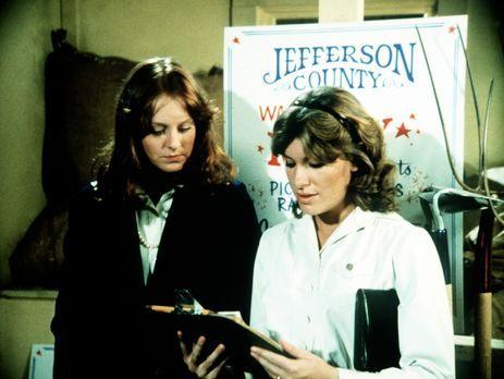 Die Waltons - Mary Ellen (Judy Norton-Taylor, r.) und Erin (Mary Beth McDonou...
