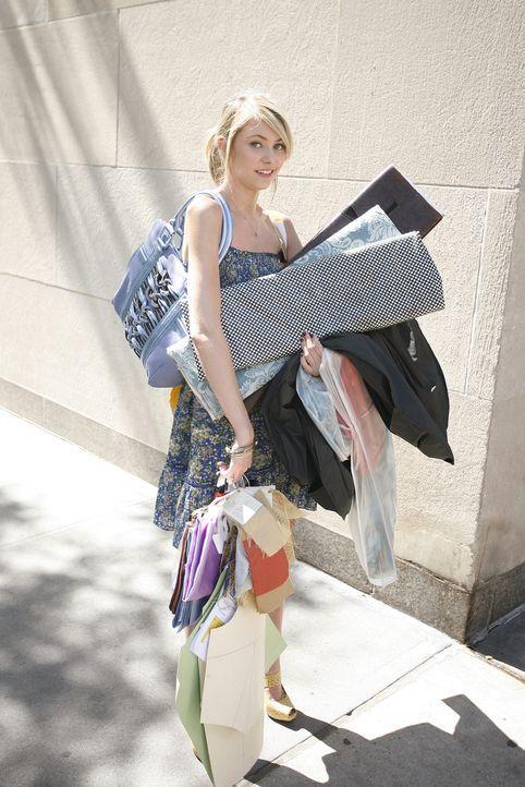 Ist nicht gerade erfolgreich in ihrem Praktikum: Jenny (Taylor Momsen) ... - Bildquelle: Warner Brothers