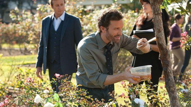 Patrick (Simon Baker, l.) muss den Mord an einer Biologiedoktorandin aufkläre...