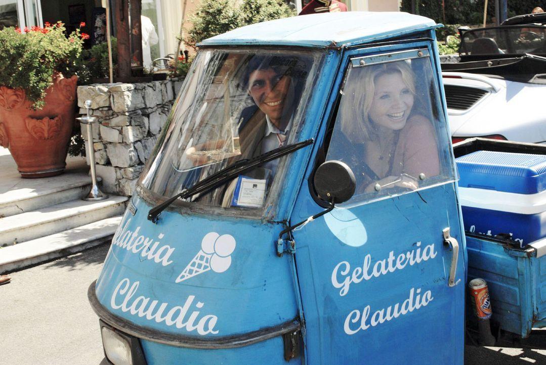 Fabio (Pasquale Aleardi, l.) und Lissy (Annette Frier, r.) kommen sich langsam näher und ziehen am gleichen Strang, als es um die Rettung der Eisdie... - Bildquelle: Sat.1