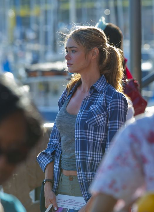 Sucht verzweifelt nach ihrer Tochter: Barbara (Denise Richards) ... - Bildquelle: 2012 Sony Pictures Television Inc. All Rights Reserved.