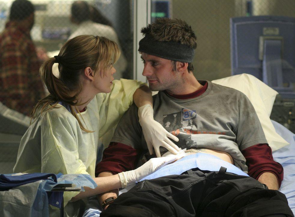 Nach einem Sturz bei einem illegalem Radrennen, wird Viper (Callum Blue, r.) ins Seattle Grace Hospital eingeliefert. Meredith (Ellen Pompeo, l.) üb... - Bildquelle: Touchstone Television