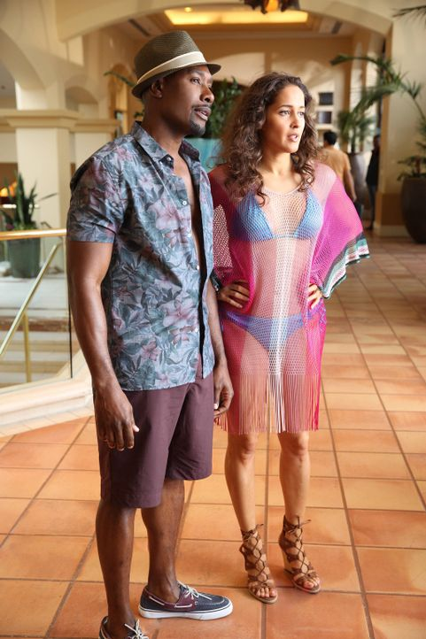 Während einer Undercover-Ermittlung sprühen die Funken zwischen Rosie (Morris Chestnut, l.) und Villa (Jaina Lee Ortiz, r.) ... - Bildquelle: 2015-2016 Fox and its related entities.  All rights reserved.
