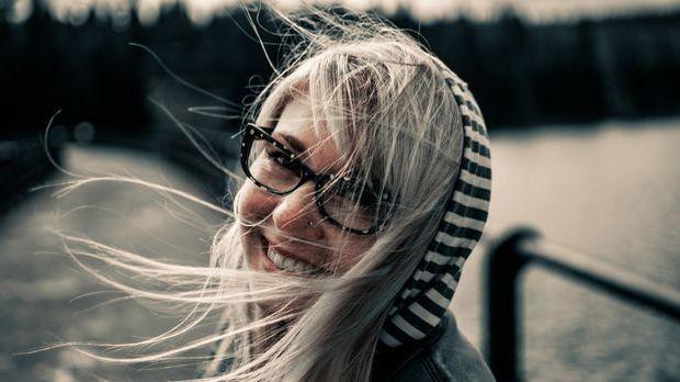 Brille Frau Lachen