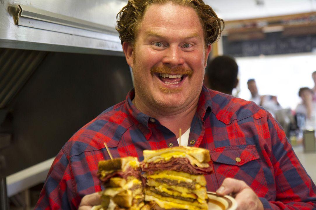"""Im """"Handy's Lunch"""" in Burlington, Vermont muss sich Casey dieses Mal einem echten Endgegner stellen: dem vierstöckigen """"Chuck-Norris-Sandwich"""" ... - Bildquelle: 2017,The Travel Channel, L.L.C. All Rights Reserved."""