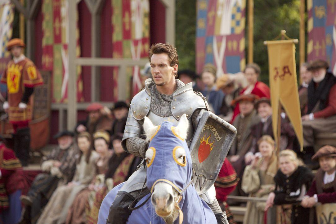Will Lady Jane Seymour beeindrucken und nimmt deshalb an einem Turnier teil: König Henry VIII. (Jonathan Rhys Meyers) ... - Bildquelle: 2008 TM Productions Limited and PA Tudors II Inc. All Rights Reserved.