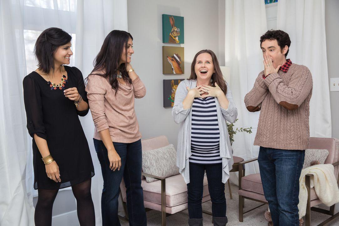 Alana (l.) und Lex (r.) wollen Billy (r.) und seiner schwangeren Frau Devon (2.v.l.) ermöglichen, in ein größeres Haus zu ziehen, das sowohl Platz f... - Bildquelle: Matt Blair 2015,HGTV/Scripps Networks, LLC. All Rights Reserved