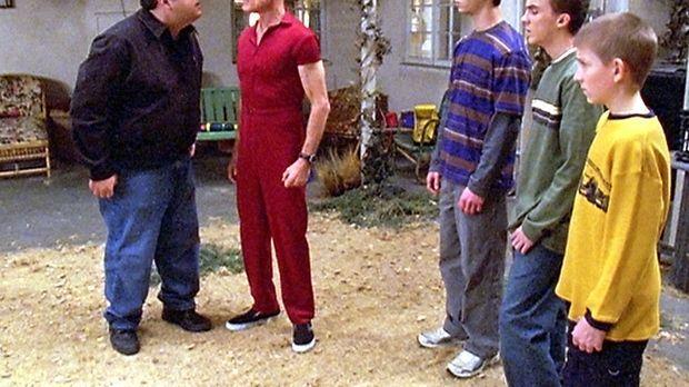 Craig (David Anthony Higgins, l.) sucht Malcolm (Frankie Muniz, 2.v.r.), Rees...