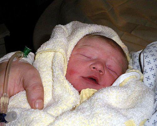 Nadines Tochter Saira-Phoebe mit 10 Tagen - Bildquelle: Sat1