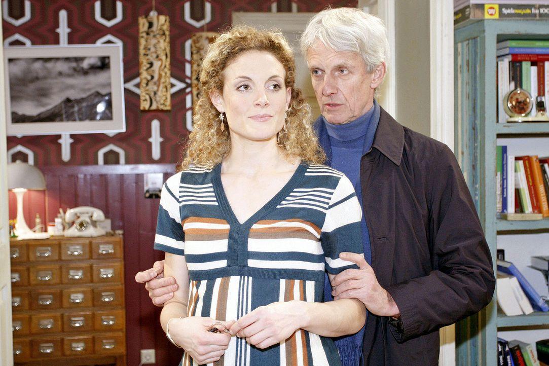 Robert (Matthieu Carrierè, r.) und Maja (Barbara Lanz, l.) sind in einer schwierigen Situation, da Maja sich nicht sicher ist, wer der Kindsvater wi... - Bildquelle: Noreen Flynn Sat.1