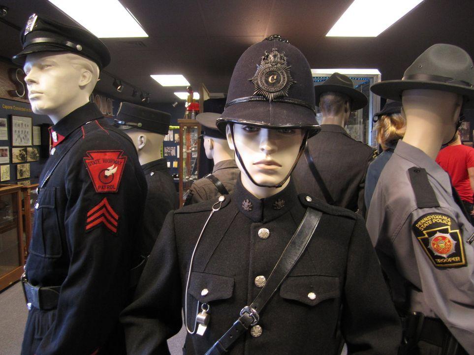 Teuflischer Betrug: Das Pennsylvania State Police Museum ist die Heimat eines Lottoscheins - mit den finsteren Ziffern 666. Er führt Don Wildman zu... - Bildquelle: 2012,The Travel Channel, L.L.C. All Rights Reserved