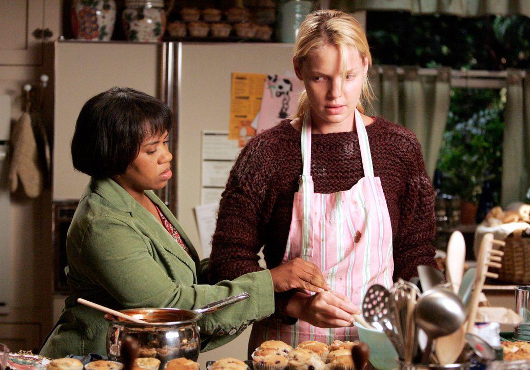 Nach einiger Zeit rafft sich Bailey (Chandra Wilson, l.) auf, mit Izzie (Katherine Heigl, r.) zu sprechen, denn sie findet, sie habe genau soviel Sc... - Bildquelle: Touchstone Television