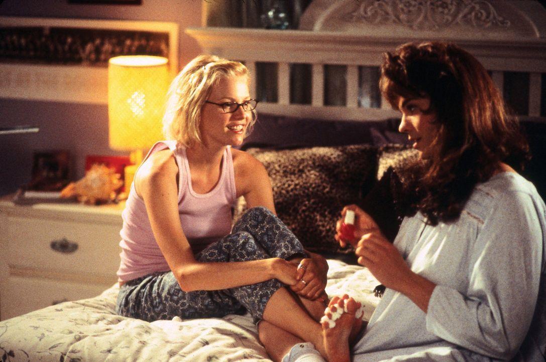 """Schon bald eröffnet Leah (Melissa Sagemiller, l.) """"Daisy"""" (Barry Watson, r.) eine Welt, die er bisher so nicht kannte ... - Bildquelle: Touchstone Pictures"""