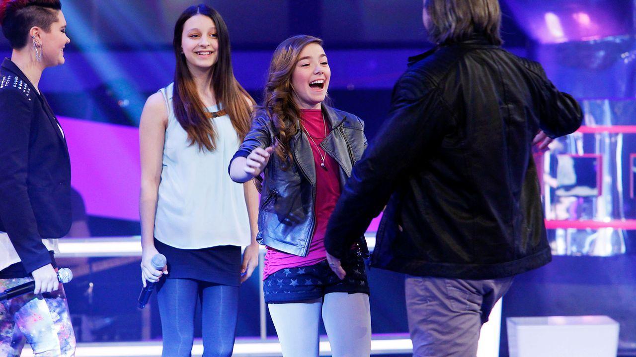 The-Voice-Kids-epi05-LouisaStephanieAlexandra-3-SAT1-Richard-Huebner - Bildquelle: SAT.1/Richard Hübner
