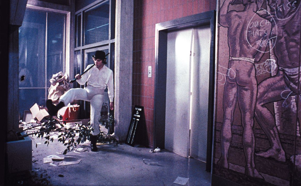 Immer auf der Suche nach dem Ultrabrutalem: Alex deLarge (Malcolm McDowell) ... - Bildquelle: Warner Bros. Television