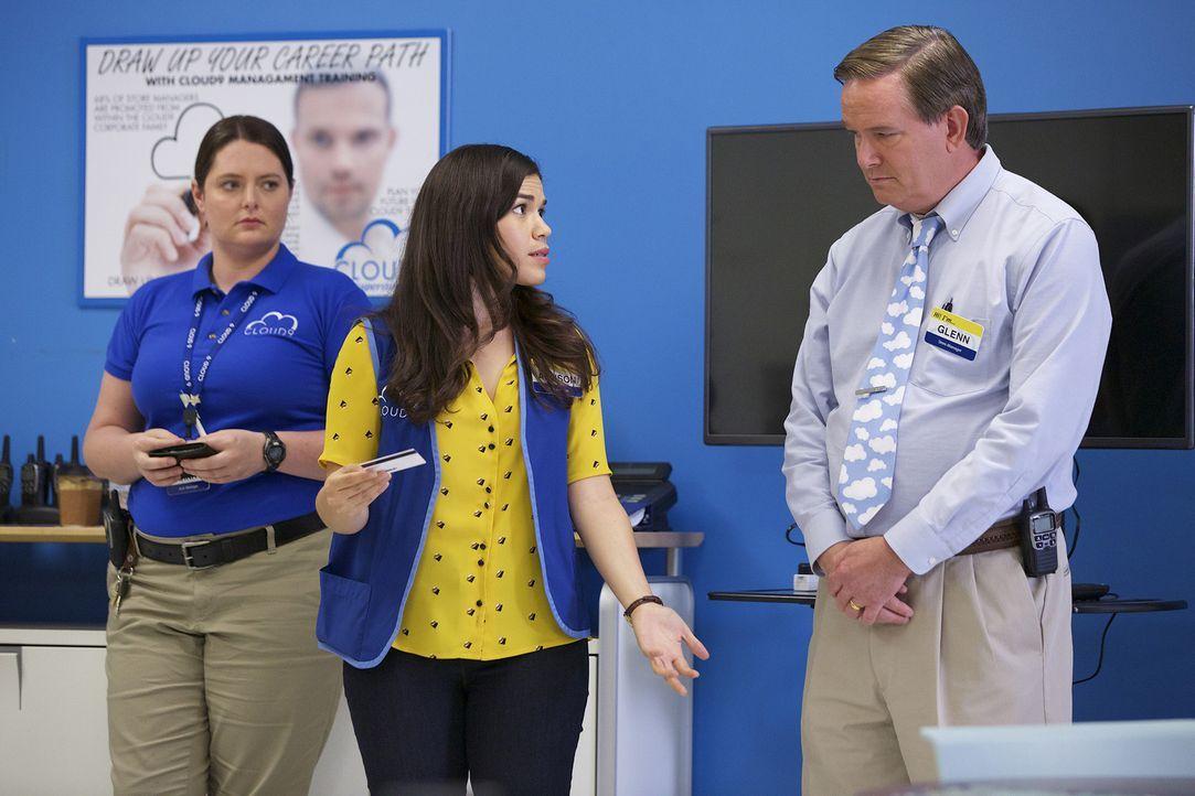 Wenn er schon nicht wegen Dina (Lauren Ash, l.) beten darf, möchte Glenn (Mark McKinney, r.) wenigstens, dass Amy (America Ferrera, M.) ein paar net... - Bildquelle: Tyler Golden 2015 Universal Television LLC. ALL RIGHTS RESERVED.