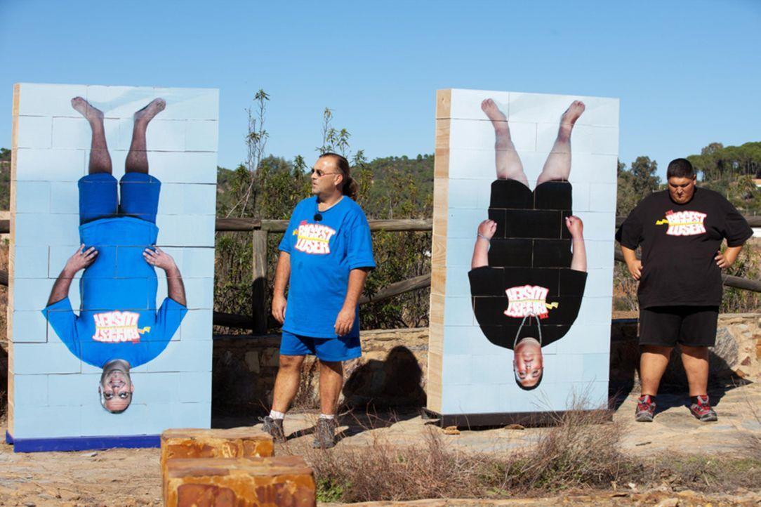 Ralf (l.) und DaDon (r.) stellen sich ihrem ehemaligen, schwergewichtigen Aussehen - ohne Wehmut! - Bildquelle: Enrique Cano SAT.1