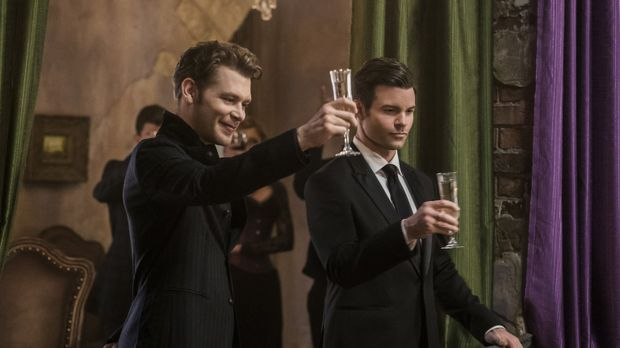 Klaus (Joseph Morgan, l.) und Elijah (Daniel Gillies, r.) machen sich auf die...
