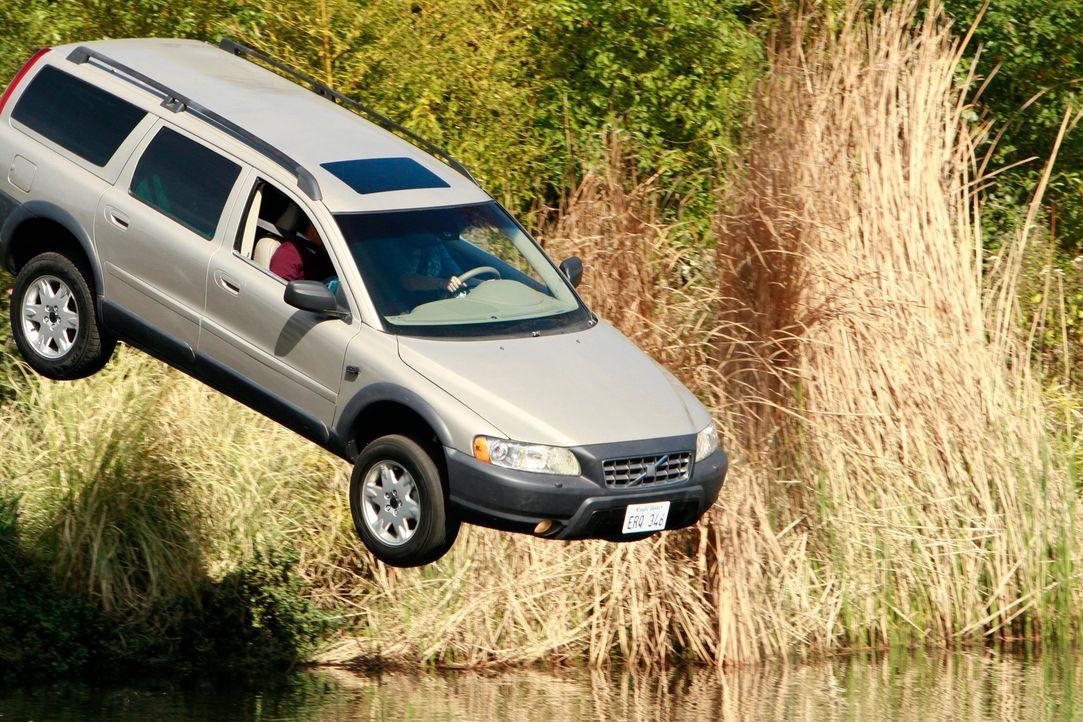 Ian schlägt Susan vor, mit ihm nach London zu ziehen und verursacht so versehentlich, dass Susan ihren Wagen in einem See versenkt ... - Bildquelle: 2005 Touchstone Television  All Rights Reserved
