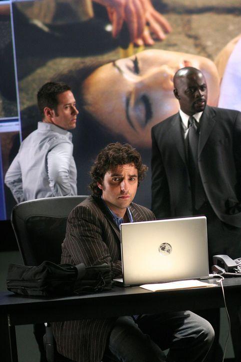 Versuchen den Mord an der Dolmetscherin Kim aufzudecken: Don (Rob Morrow, l.), Charlie (David Krumholtz, M.) und David (Alimi Ballard, r.) ... - Bildquelle: CBS International Television